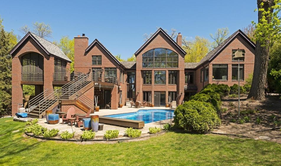 $2.125 Million Lakefront Brick Home In Excelsior, MN
