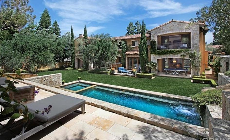 $11.35 Million Mediterranean Mansion In Newport Beach, CA