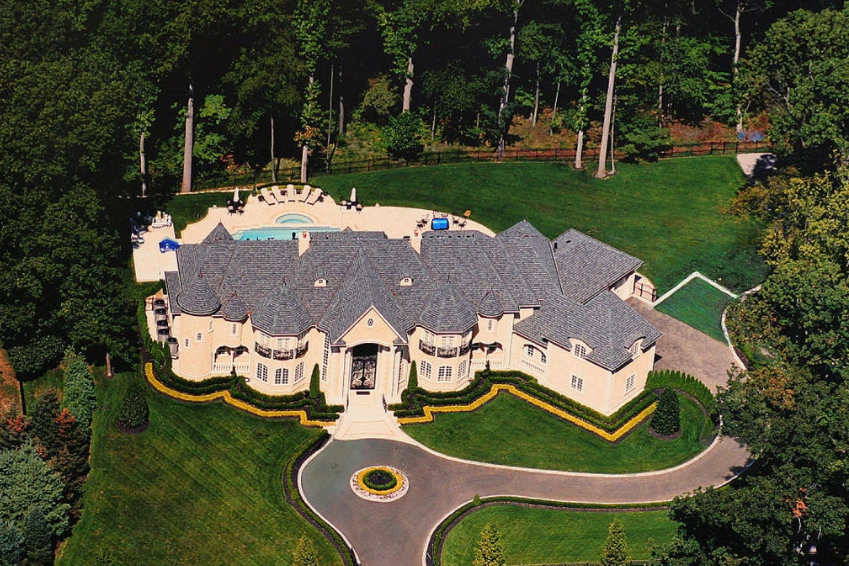 12 000 square foot mansion in holmdel nj homes of the for Nj house builders