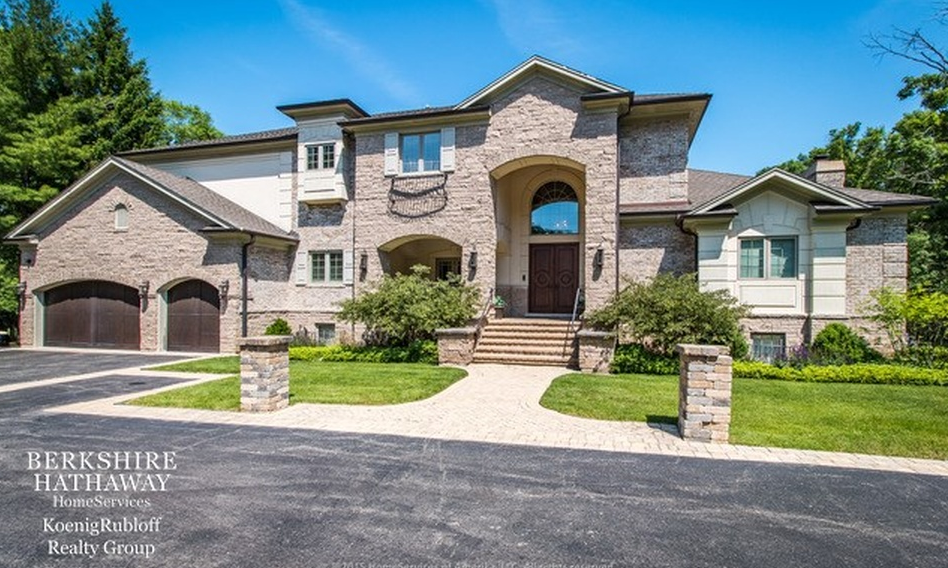 $3 Million Mansion In Highland Park, IL With Indoor Basketball Court
