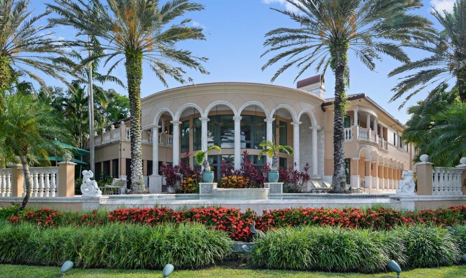 $5.995 Million Waterfront Mansion In Weston, FL
