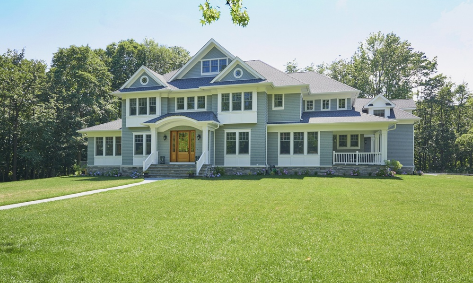$2.5 Million Shingle & Stone Home In Rumson, NJ
