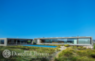 $25 Million Modern Oceanfront Home In Water Mill, NY