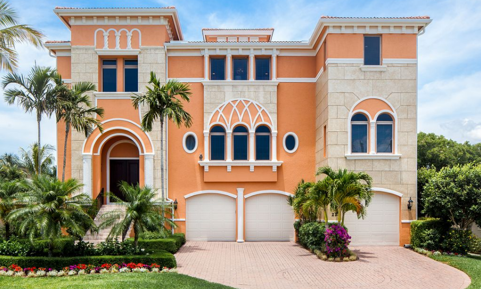 $3.5 Million Waterfront Home In Naples, FL