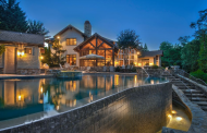 $2.85 Million Lakefront Home In New London, NC