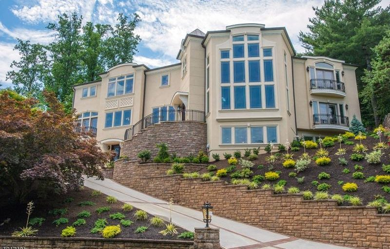 $2.395 Million Newly Built Contemporary Home In Mountainside, NJ