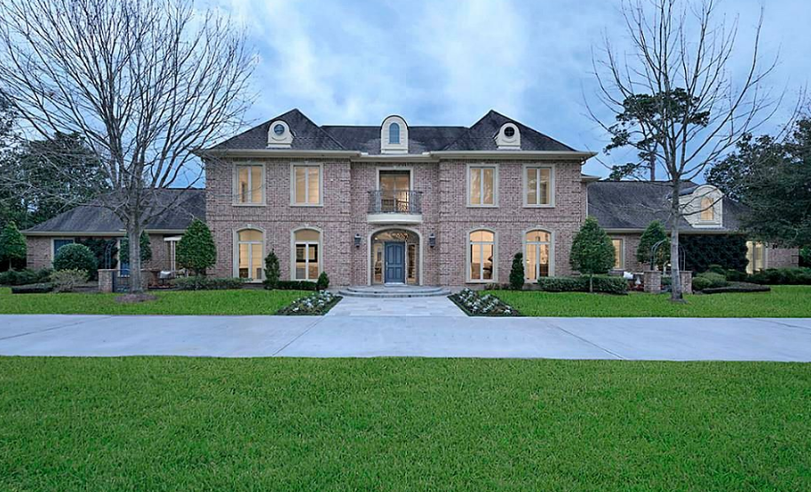 $3.199 Million Brick Mansion In Piney Point Village, TX