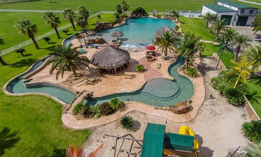3 Homes On The Market With Incredible Resort Style Pools Photos Homes Of The Rich