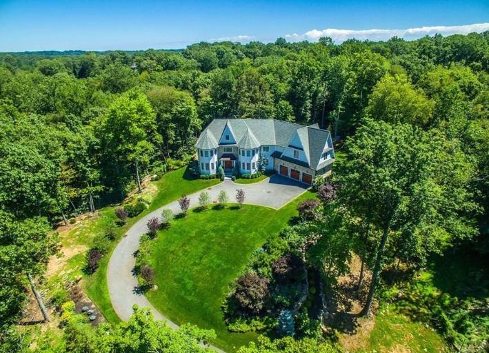 $3.2 Million Stone & Shingle Home In Armonk, NY
