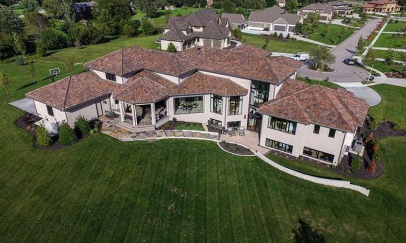 3 1 Million Newly Built Stucco Mansion In Overland Park Ks Homes Of The Rich