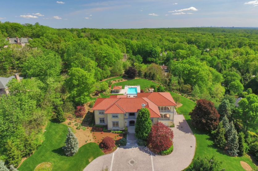 $6.995 Million Stone & Stucco Mansion In Alpine, NJ