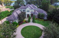 $4.195 Million Stone & Stucco Lakefront Home In Windermere, FL