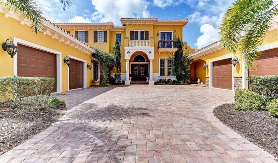 $2 Million Country Club Home In Sarasota, FL