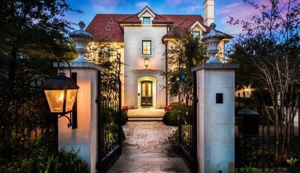 $3.995 Million Stucco Home In Austin, TX