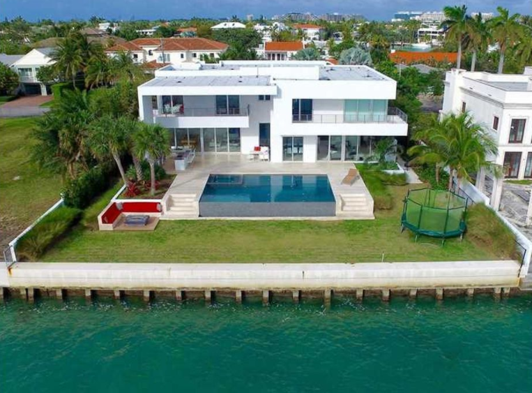 $13.1 Million Modern Waterfront Home In Key Biscayne, FL