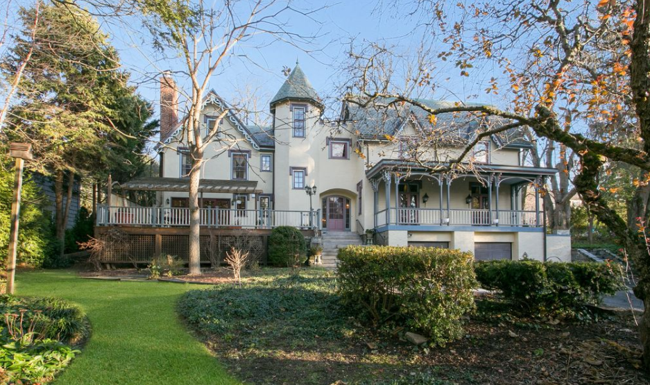 Million historic tudor colonial home in scarsdale for Tudor colonial style home