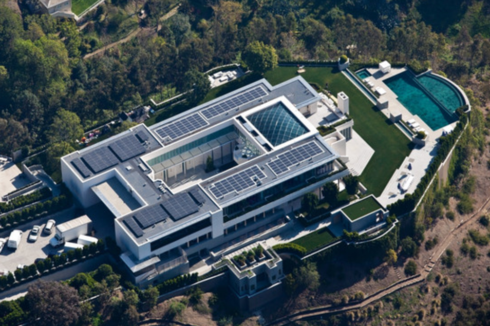 55 000 Square Foot Modern Mega Estate In Beverly Hills Ca Homes Of The Rich
