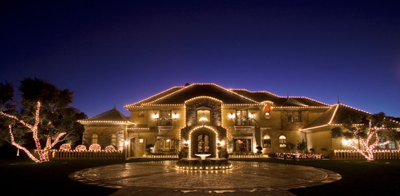 A Look At Homes Decorated With Christmas Lights Homes Of