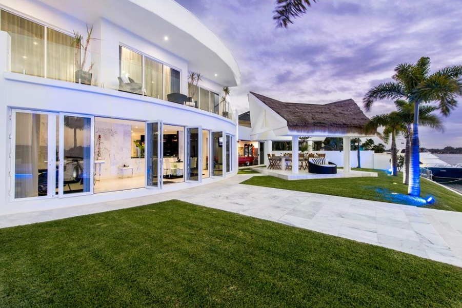 Villa Blue Waters A Contemporary Waterfront Mansion In