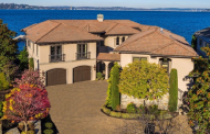 $13.5 Million Lakefront Home In Mercer Island, WA