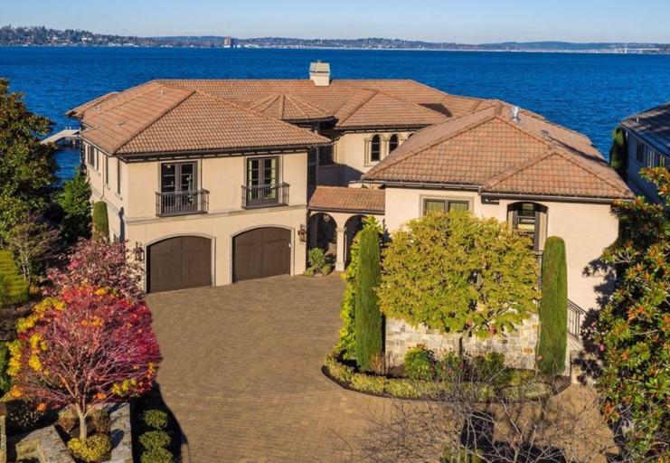 $13.5 Million Lakefront Home In Mercer Island, WA