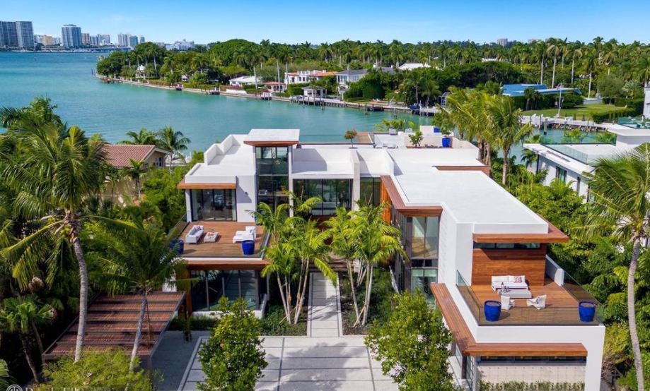 Waterfront Mansion In Miami