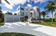 $13.5 Million Modern Beachfront Home In Naples, FL