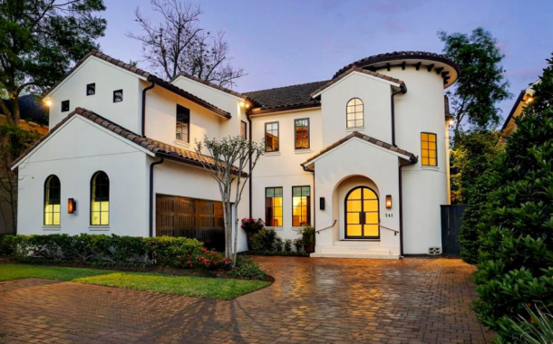 $2.35 Million Mediterranean Home In Bellaire, TX