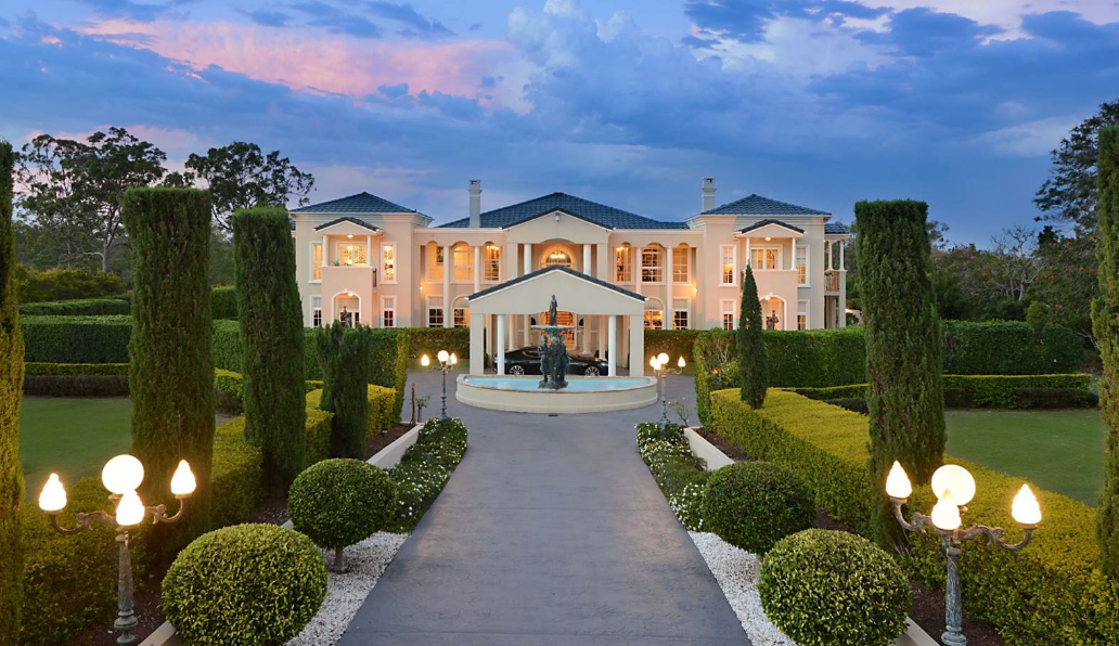 Grand mansion in queensland australia homes of the rich for Main front house design
