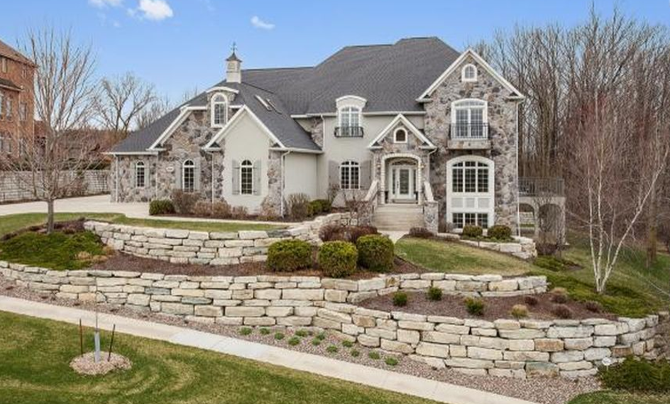 Square foot stone stucco home in appleton wi