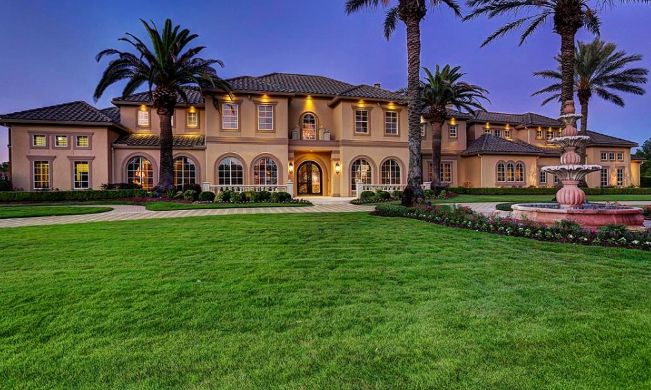2 25 Million Mediterranean Style Waterfront Mansion In Katy Tx Homes Of The Rich