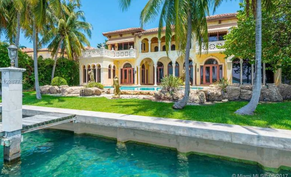 Mediterranean style waterfront mansion in bal harbour fl for Florida mediterranean style homes