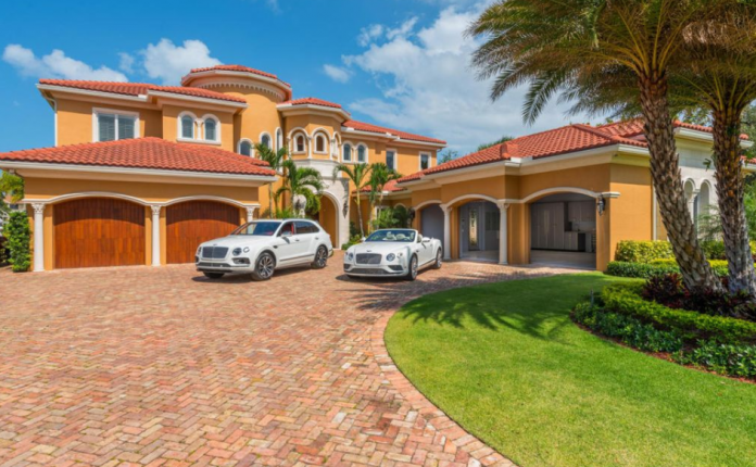 7 5 Million Waterfront Mansion In Palm Beach Gardens Fl Homes Of The Rich