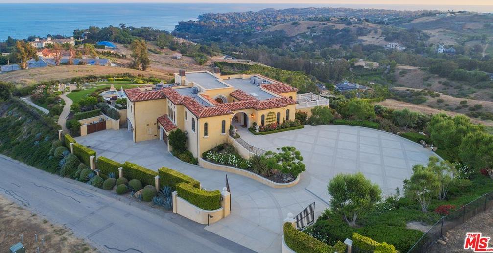 Mediterranean Style Hilltop Home In Malibu California