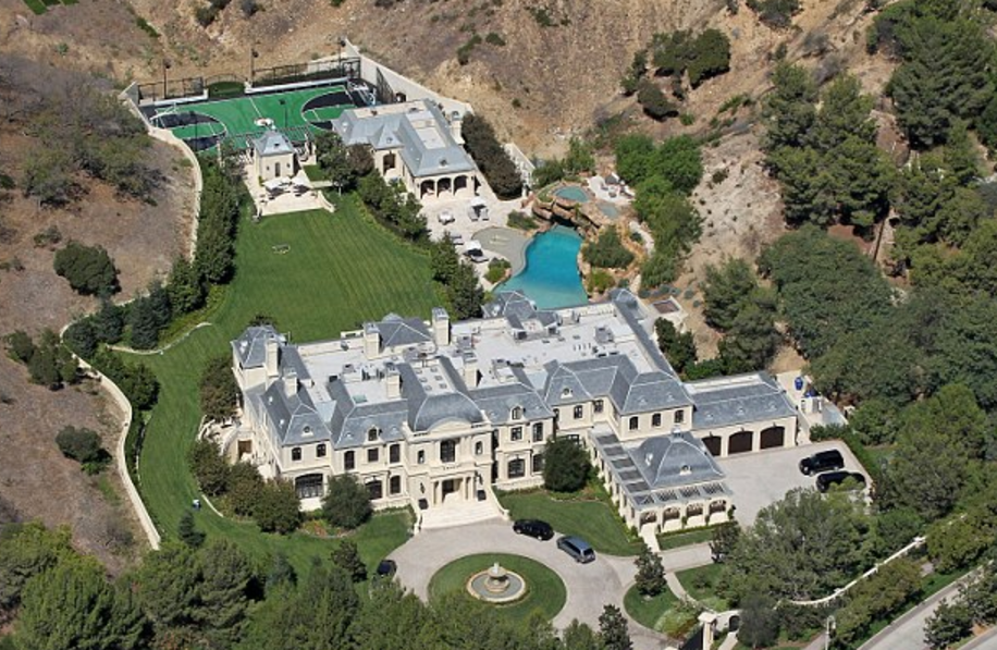 3 Crazy Huge Celebrity Homes That You Wish You Had ...