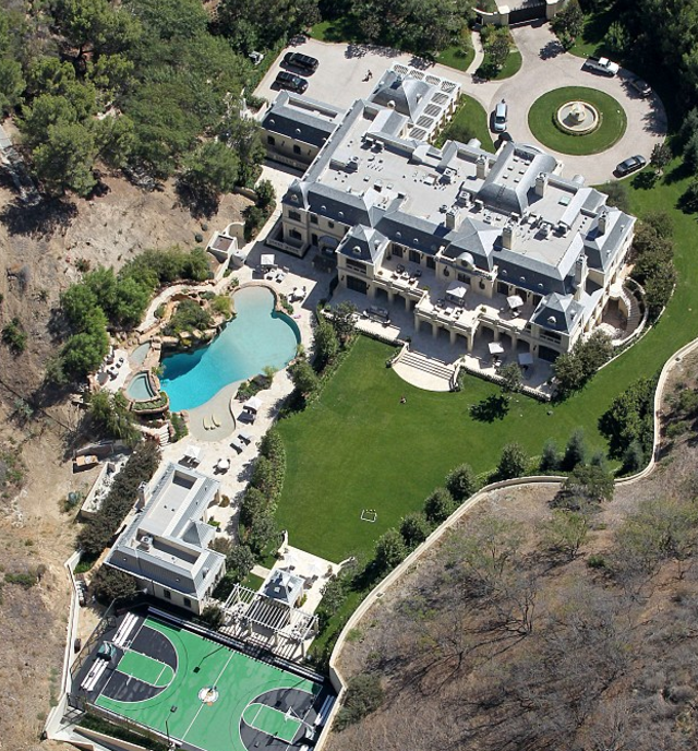 3 Crazy Huge Celebrity Homes That You Wish You Had