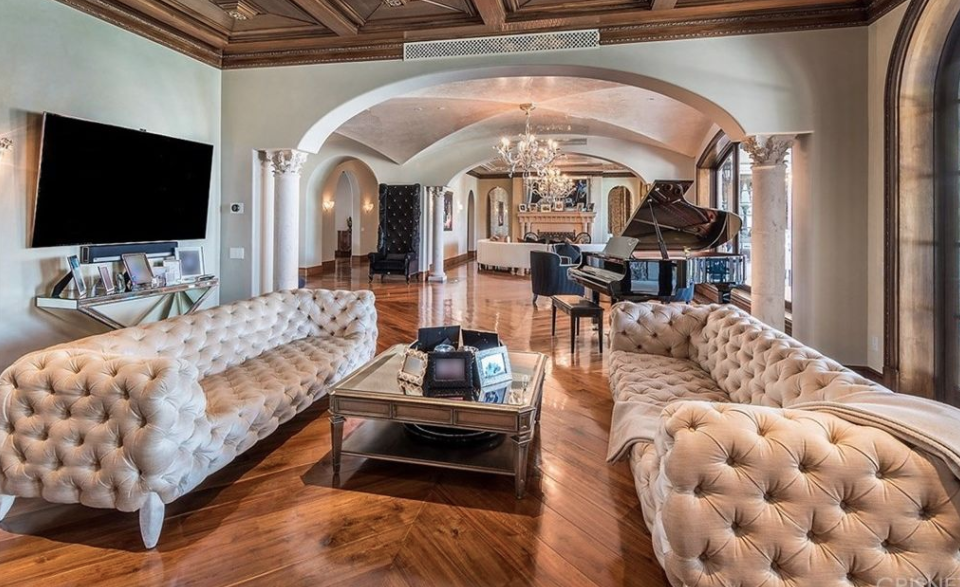vanities for bedrooms tamar braxton selling calabasas mansion for 15 million 13716