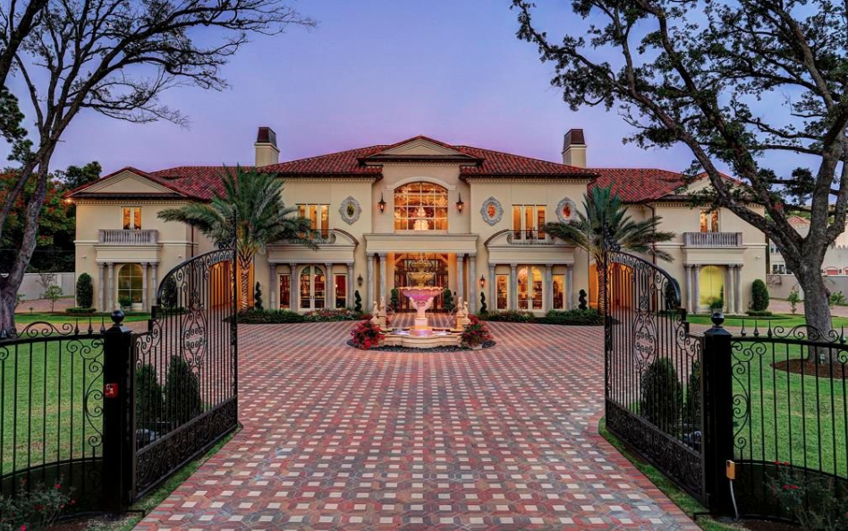 Exterior Mansion: Grand Newly Built Mansion In Houston, Texas