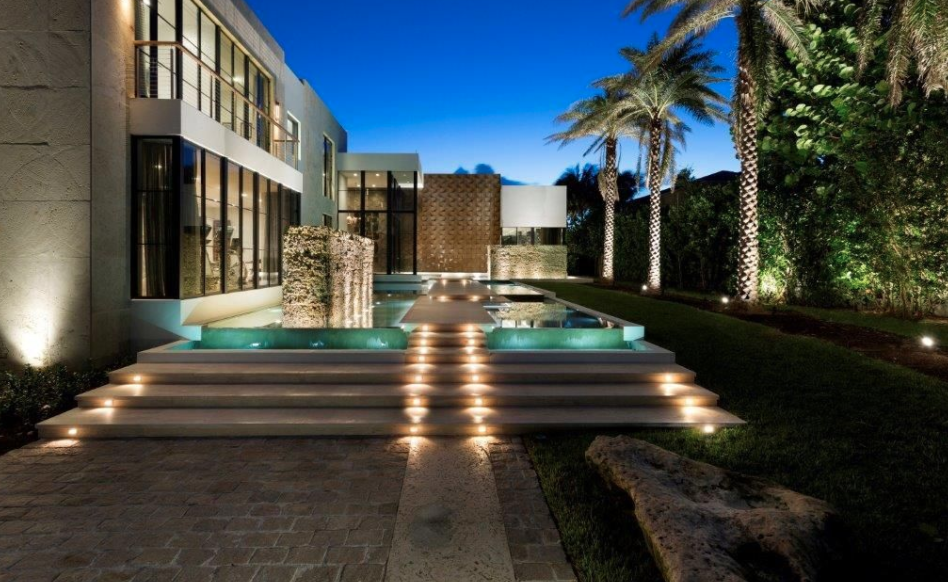 Newly built modern ocean to intracoastal estate in for Modern homes for sale in florida