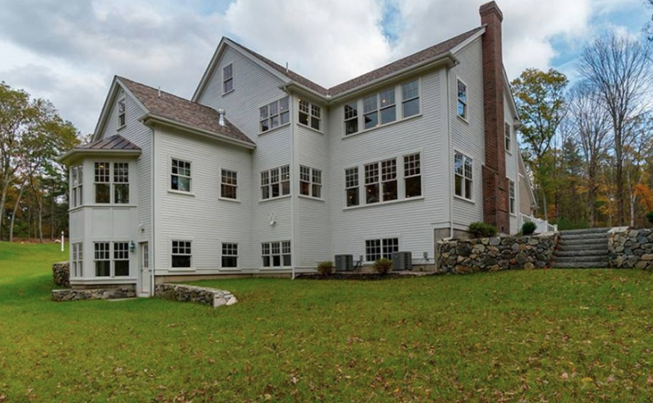 Newly Built Colonial Style Riverfront Home In Dover