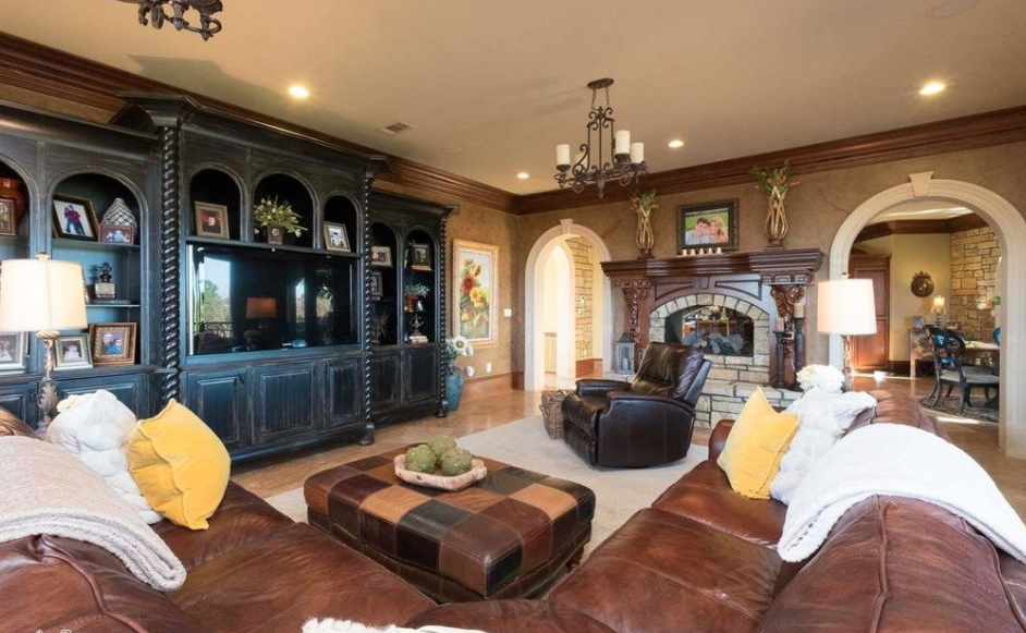 14 000 square foot brick stone mansion in little rock for 10 x 11 room square feet