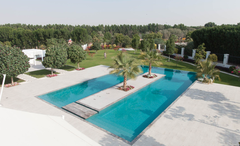 18 000 square foot villa in dubai homes of the rich for Average square footage of a pool