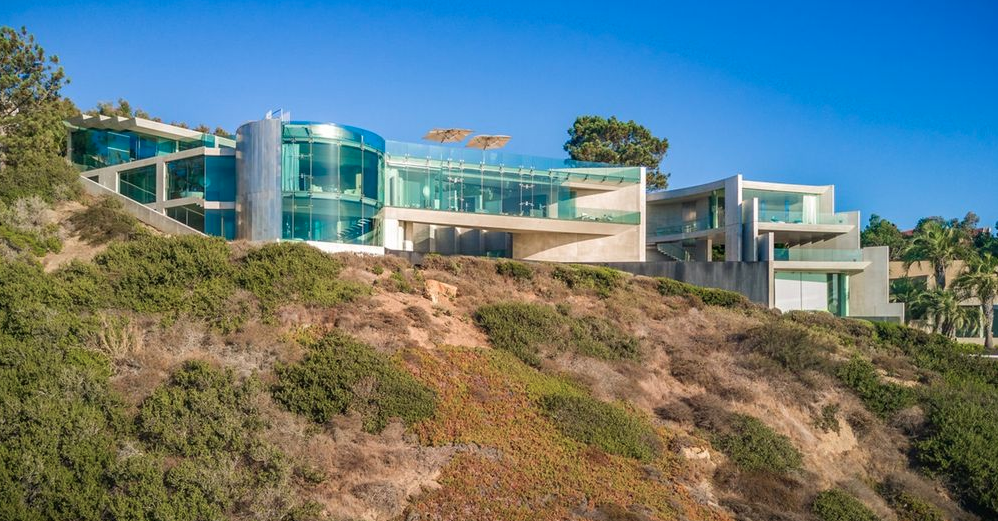 The Razor House An Extraordinary Clifftop Home In La