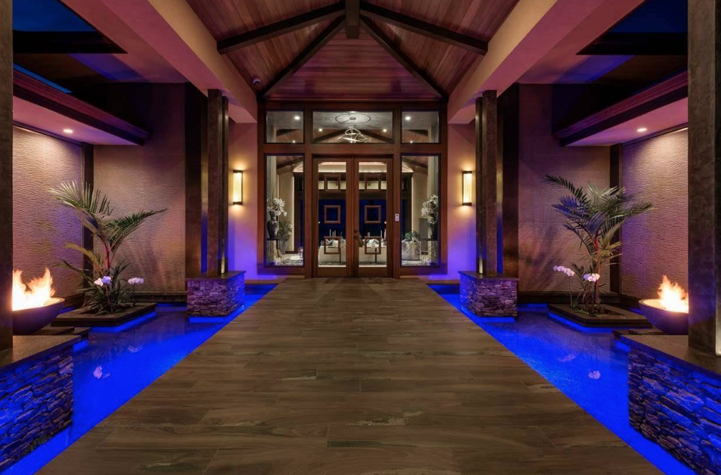 Single Story Luxury Home In Hawaii With Incredible ...