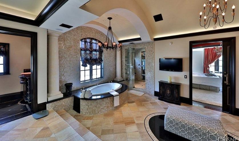 Jeffree Star Buys Hidden Hills Mansion For 14 5 Million