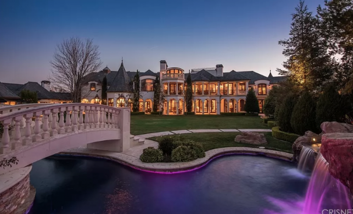 $32 Million French Style Home In Calabasas, California