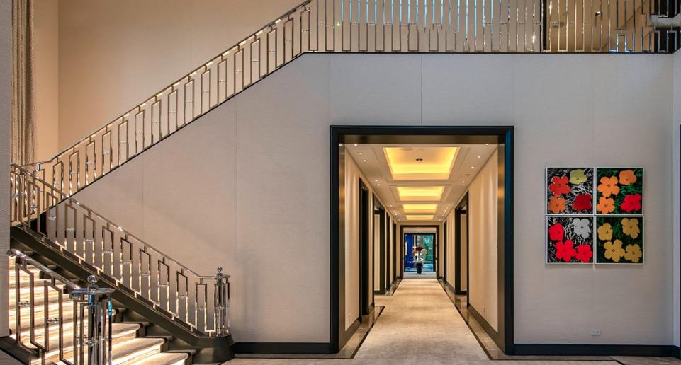 Billionaire Casino Mogul Steve Wynn Lists Beverly Hills